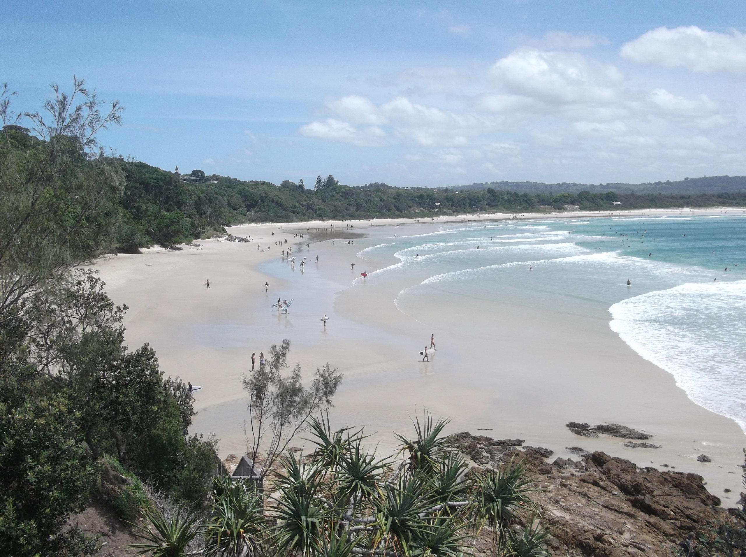 byro bay plage surfer australie